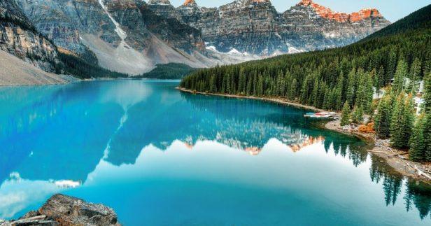 אגם בקנדה